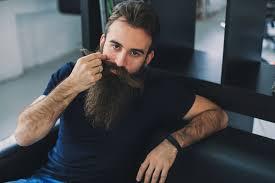 Советы барберов по выбору средств для бороды и усов.